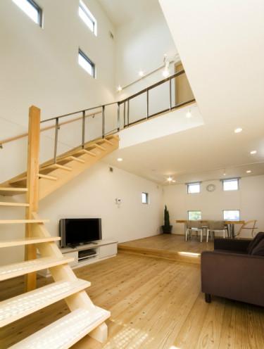 伸びやかな空間で変化を楽しむ家